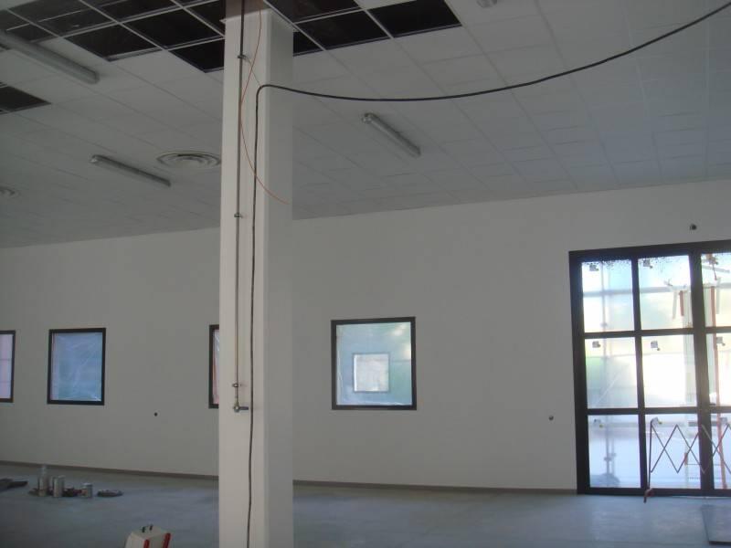 Pose de faux plafonds en dalles isolantes 600x600 sur la for Dalles plafond isolantes
