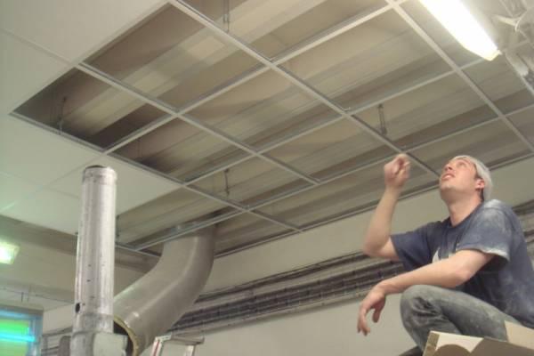 R alisation d 39 un faux plafond dans une usine de marseille for Realisation faux plafond decoratif